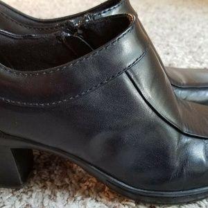 Clarks bendables 7M Black Booties